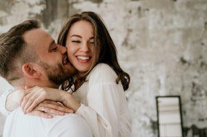 mantrája 300x199 - A szerelem mantrája: megszabadít a lelki akadályoktól, melyek a párkapcsolat útjába állnak!