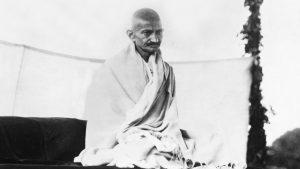gandhi 300x169 - A megbocsátás képessége az erős emberek jellemzője; a gyengék soha nem bocsátanak meg!